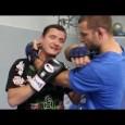 Technique de défense contre une saisie de la tête version boxe thaïlandaise (thai clinch).