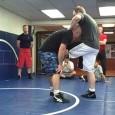 Comment finir un single leg takedown en utilisant une technique de lutte de base mais très efficace lorsqu'elle bien exécutée.