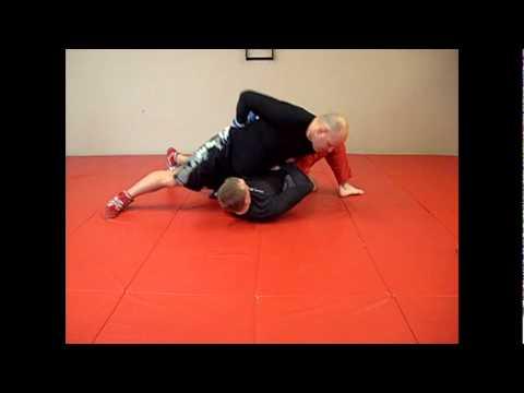 Exercice (drill) par le champion olympique Ari Taub, pour améliorer son contrôle depuis la position latérale (position 100 kilos/ side control)