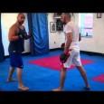 Enchainer une combinaison de boxe puis un double leg takedown n'est pas toujours facile. voici un exercice simple pour y arriver.