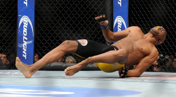 Anderson Silva bléssé à la jambe
