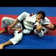 Clé de poignet lorsque l'adversaire défend l'étranglement arrière.